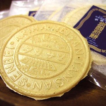image via http://feel.kobeport.org/_ch/shopping/spot/?sid=367
